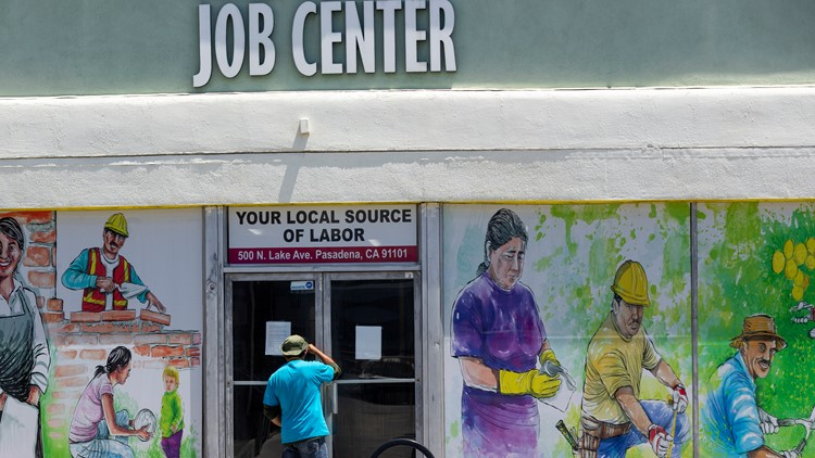 US jobless claims drop to 547,000, a new post-pandemic low