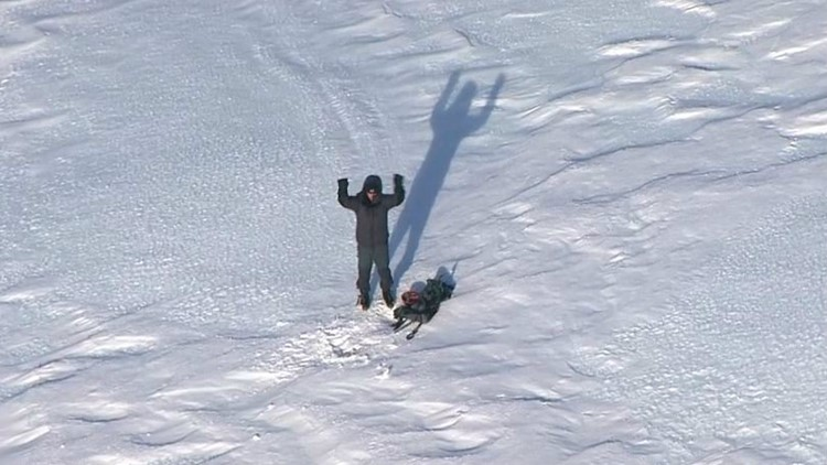 Searchers rescue lost climber on Mount Hood