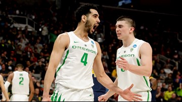 Oregon routs UC Irvine 73-54 to advance to Sweet 16