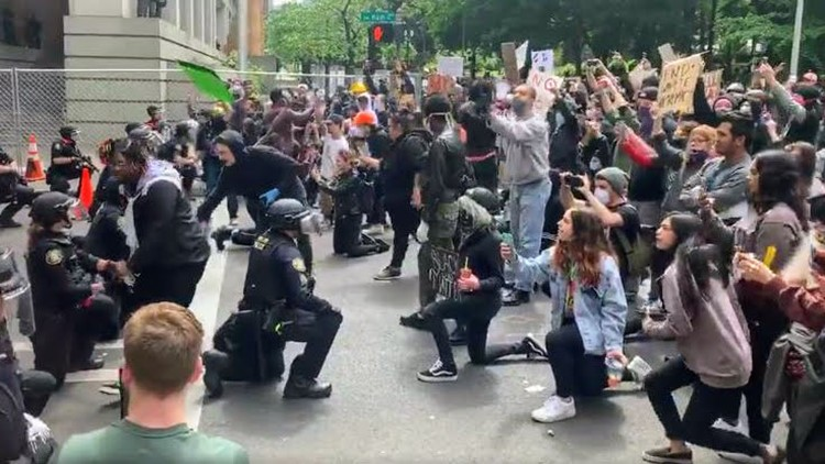 Raw video: Police kneel with protesters in Portland, Oregon | kgw.com