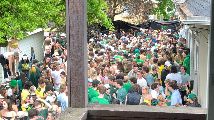 UO 'disappointed' after large party amid rising COVID cases