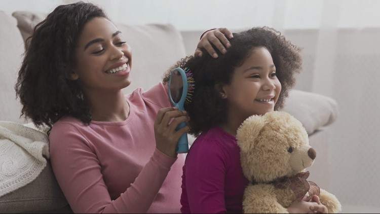 'Your culture matters': Textured hair class gives foster families tools to bond and build confidence