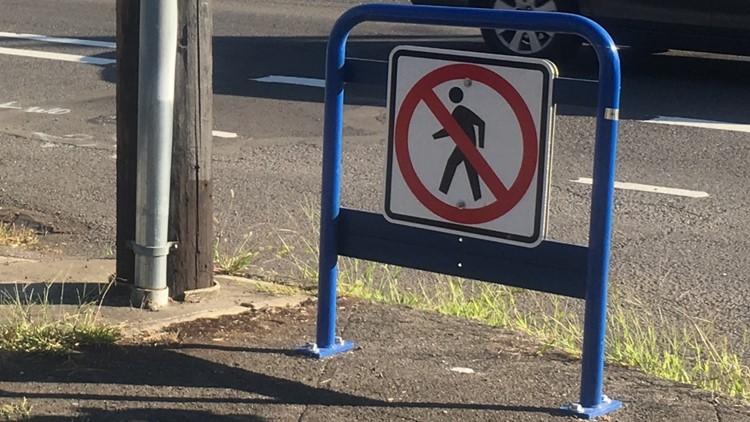 No crossing sign