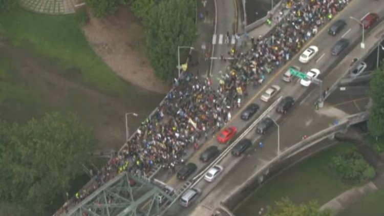 Thousands of Portland students march, rally for  Global Climate Strike