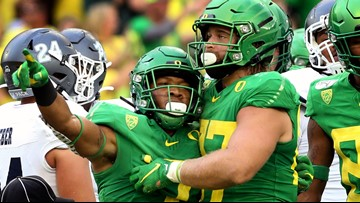 Oregon Ducks move up 1 spot in both AP Top 25 and Coaches Poll
