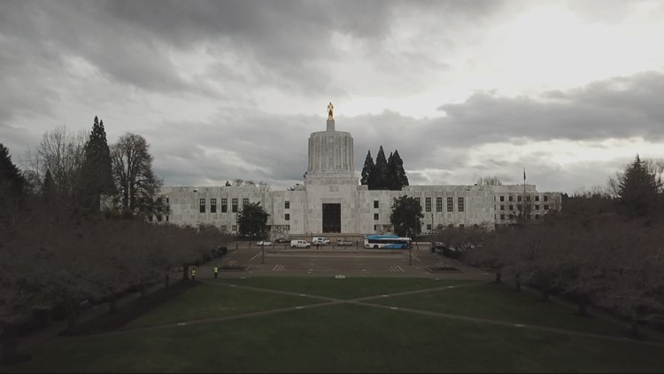 Gov. Brown signs bill allowing college athletes in Oregon to earn compensation