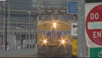 Passenger train stopped in Oregon after man makes threats