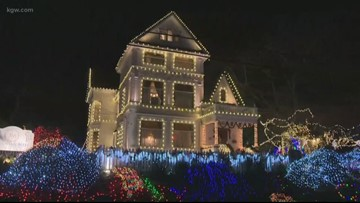 The Victorian Belle Mansion Light Display