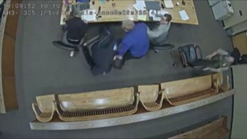 Watch: Defendant lunges for officer's gun in Oregon courtroom