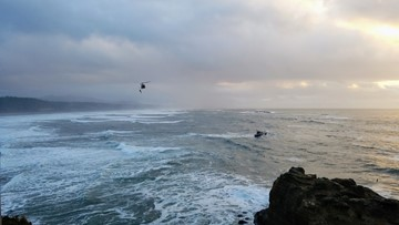 Oregon doctor dies while surfing near Devils Punchbowl