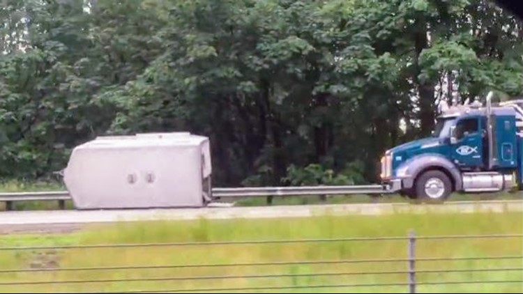 Horses suffer minor injuries after trailer disconnects from truck on I-5 near Ridgefield