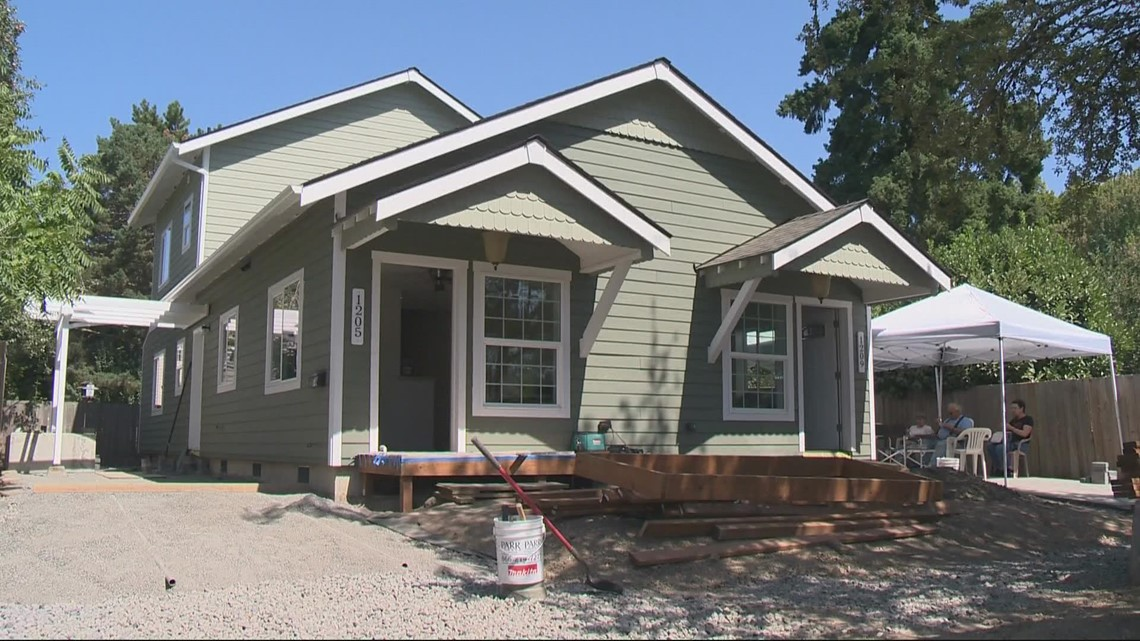 Retirees volunteer to build Habitat for Humanity homes in Newberg