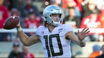 Oregon quarterback Justin Herbert to return for senior season