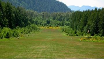 2 dead in small plane crash near Oregon airport