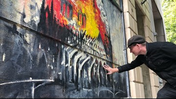 Portland man paints mural over art gallery's smashed window