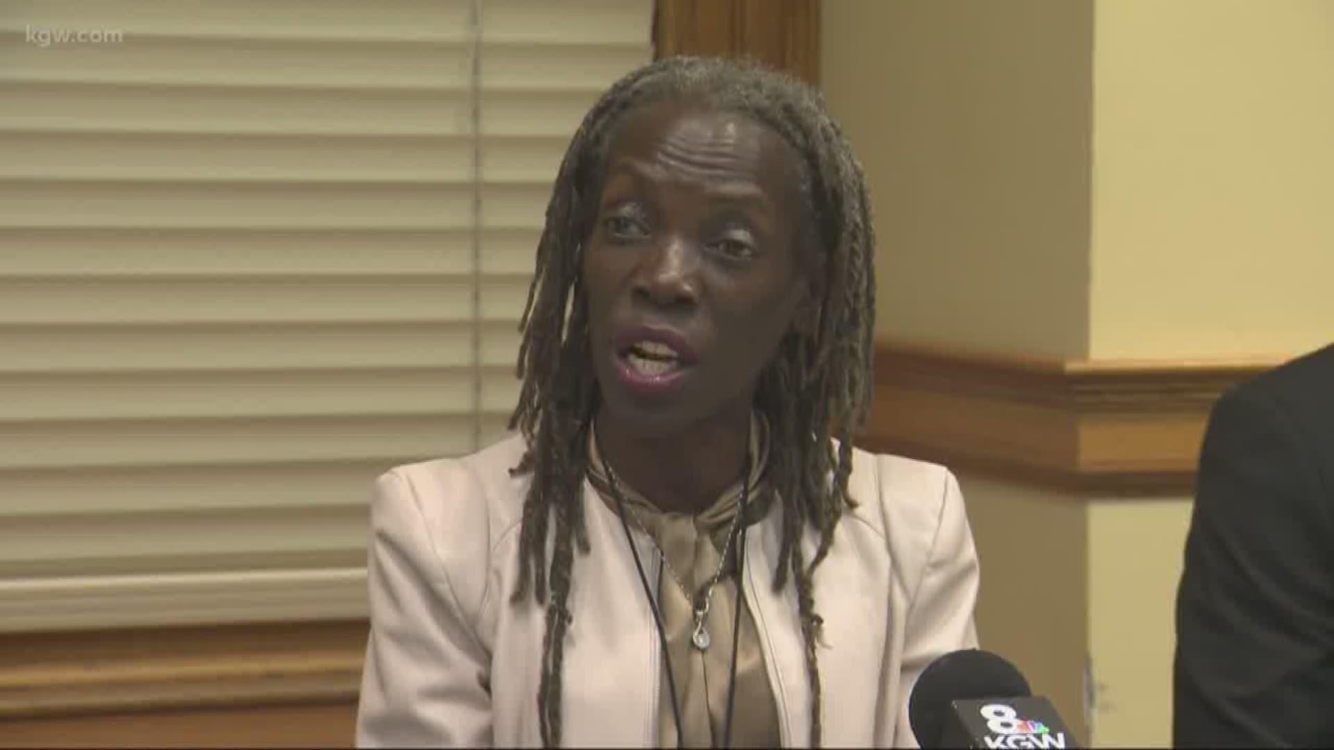 Jo Ann Hardesty Sworn In As City Commissioner Kgw Com