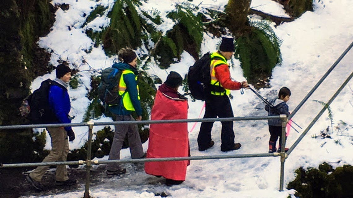 Mother, 3-year-old son rescued after spending freezing night outside in Oregon state park