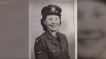 WWII veteran receives honor flag for her service overseas