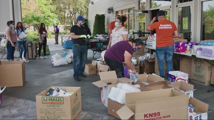 Volunteers help feed immigrant families in Clackamas County