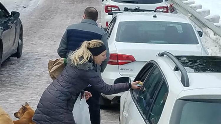 'It made my day': Good Samaritans help drivers stuck in massive I-84 backup