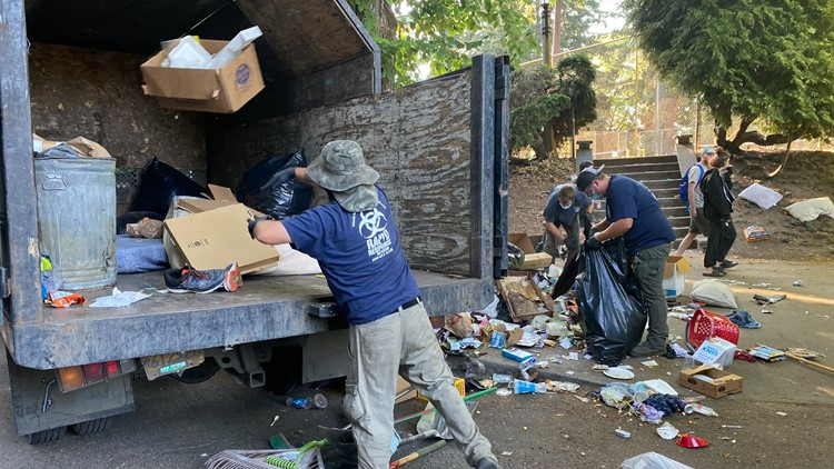 After months of buildup, city of Portland moves in to clear homeless camp at Laurelhurst Park