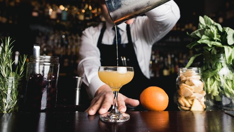 Oregon lawmakers make cocktails to-go permanent
