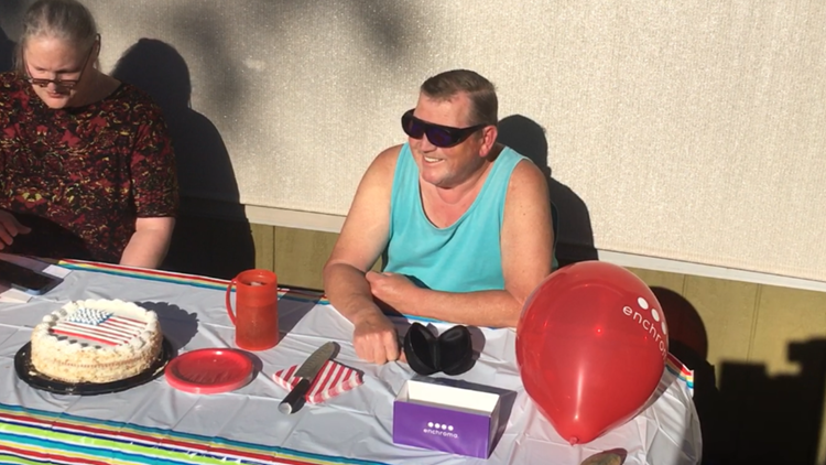 Family surprises color blind dad with color-correcting glasses