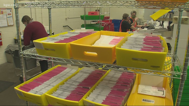 VERIFY: Do mail-in ballot return envelopes indicate party affiliation?