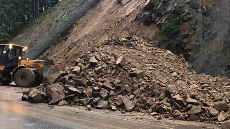 Rockslide closes Highway 22 near Detroit