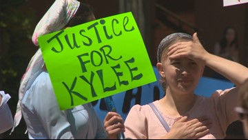 'DHS needs to back off': Supporters rally for Oregon teen who was separated from mom over medical care