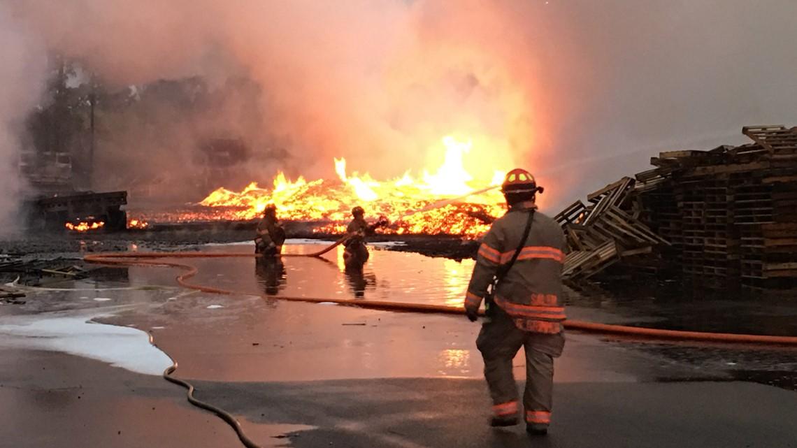 Resultado de imagen para Massive fire at Salem pallet company seen from NOAA satellite