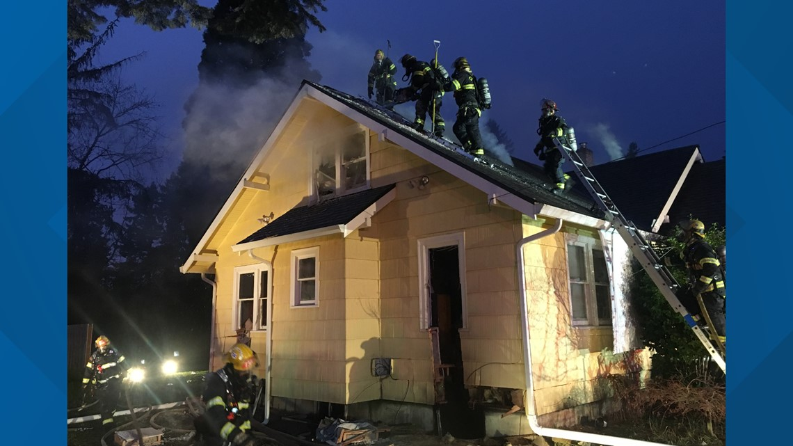 11 displaced in Christmas-night Clackamas fire