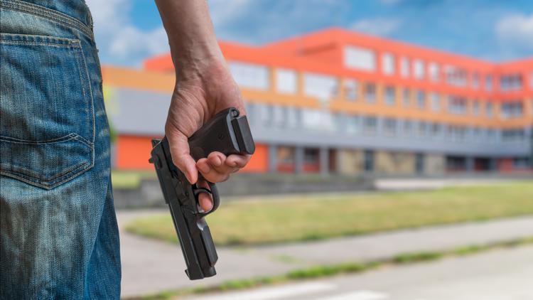Oregon students, Sen. Wyden take on gun reform