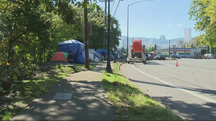 City of Portland has no plans to move homeless camps near I-84 amid bridge installation