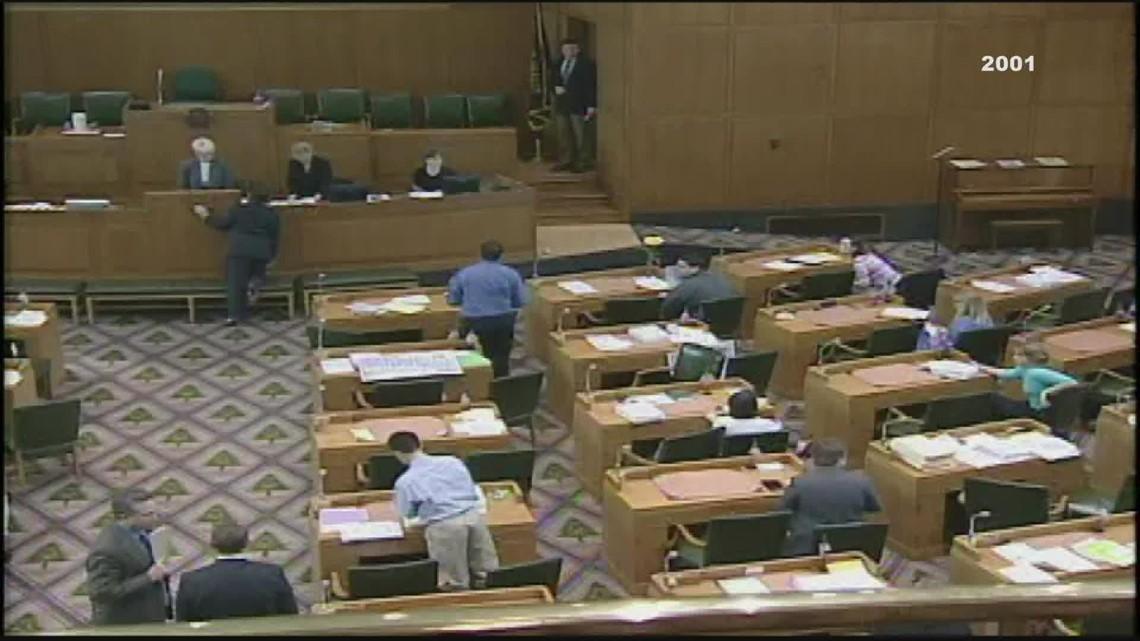 KGW Vault: Oregon Democrats stage Capitol walkout (2001)