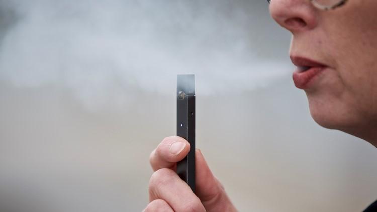 Juul Vaping e-cigarette