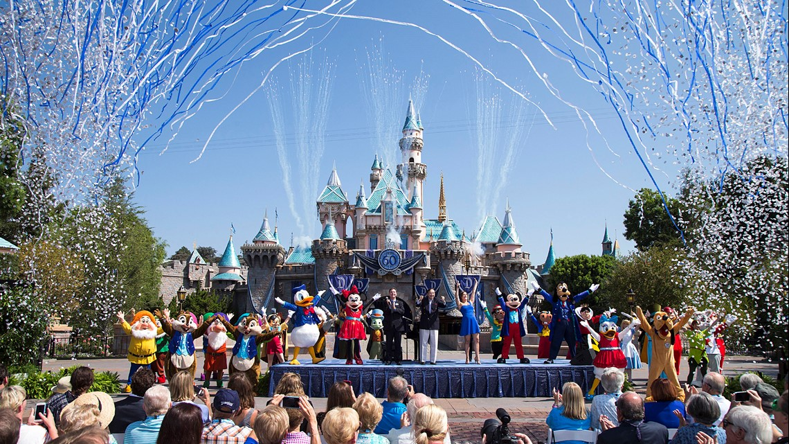Hacks to save money at Disneyland and Disney World this year